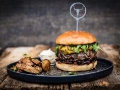 Whiskey Cheeseburger mit Cheddarkäse