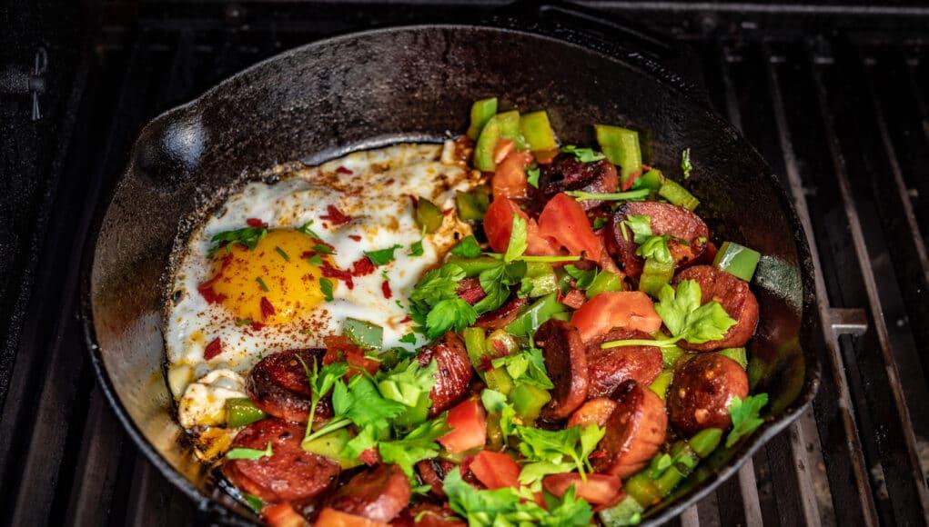 Sucuk mit Ei vom Grill