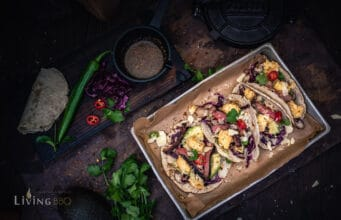 Tacos mit geröstetem Blumenkohl Avocado und Cheddar Flakes