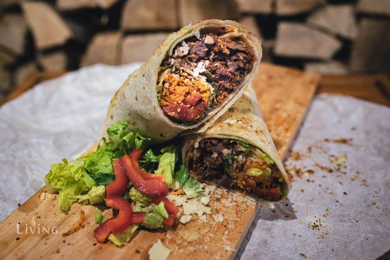 Short Ribs Burrito mit Kartoffelstroh