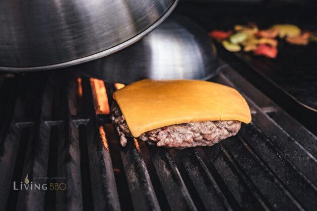 Burgerglocke zum Schmelzen des Käses