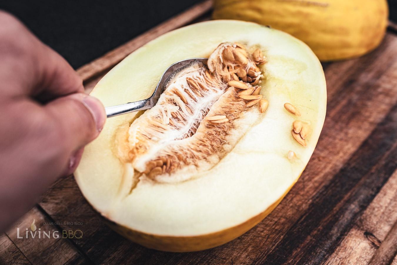 Honigmelone auskratzen