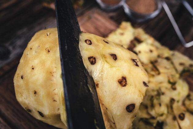 Ananas vorbereiten