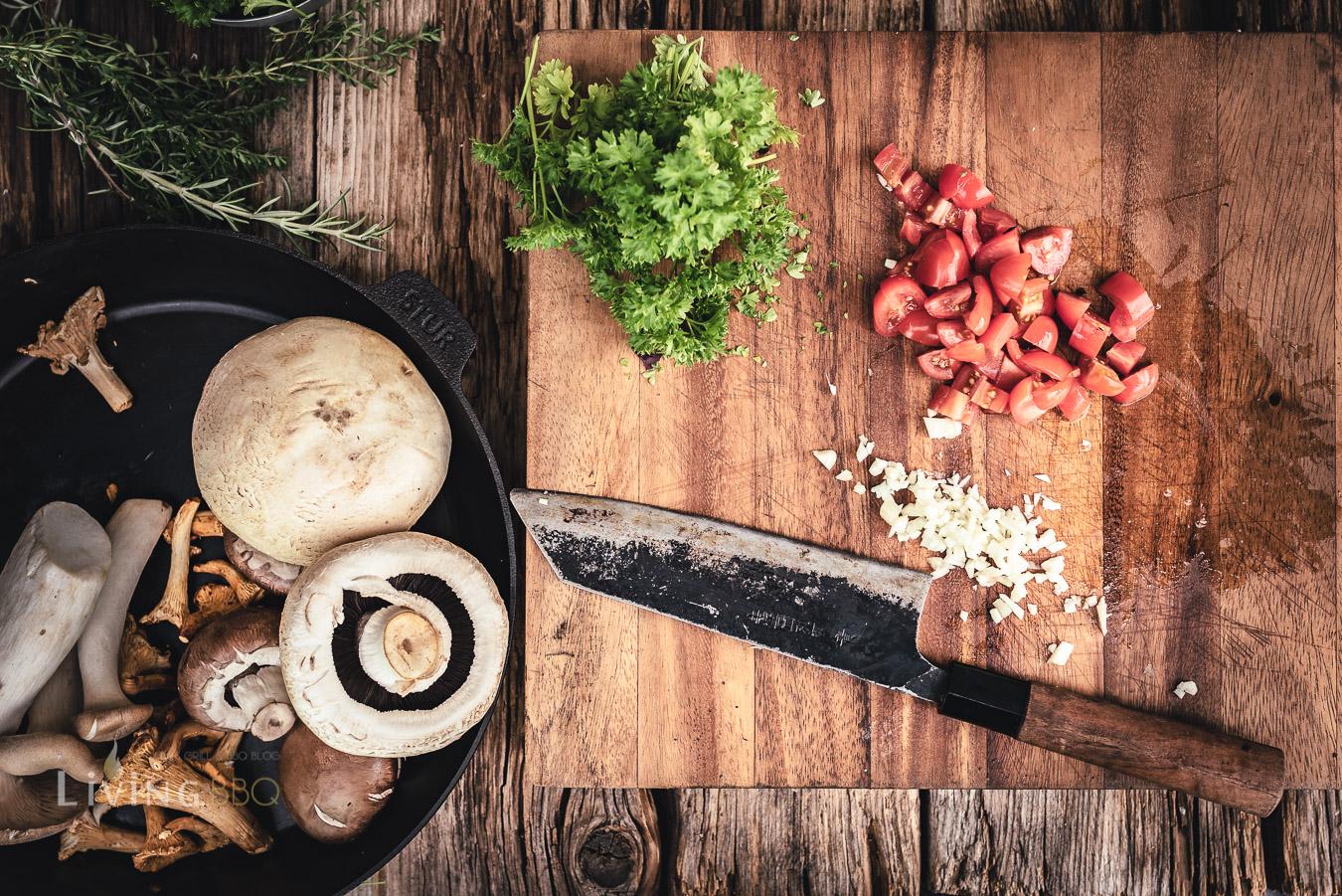 Zutaten für Pilzpfanne vorbereiten