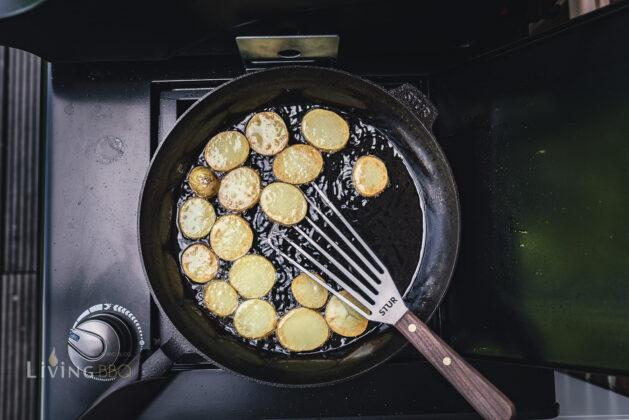 Kartoffeln in Gusspfanne